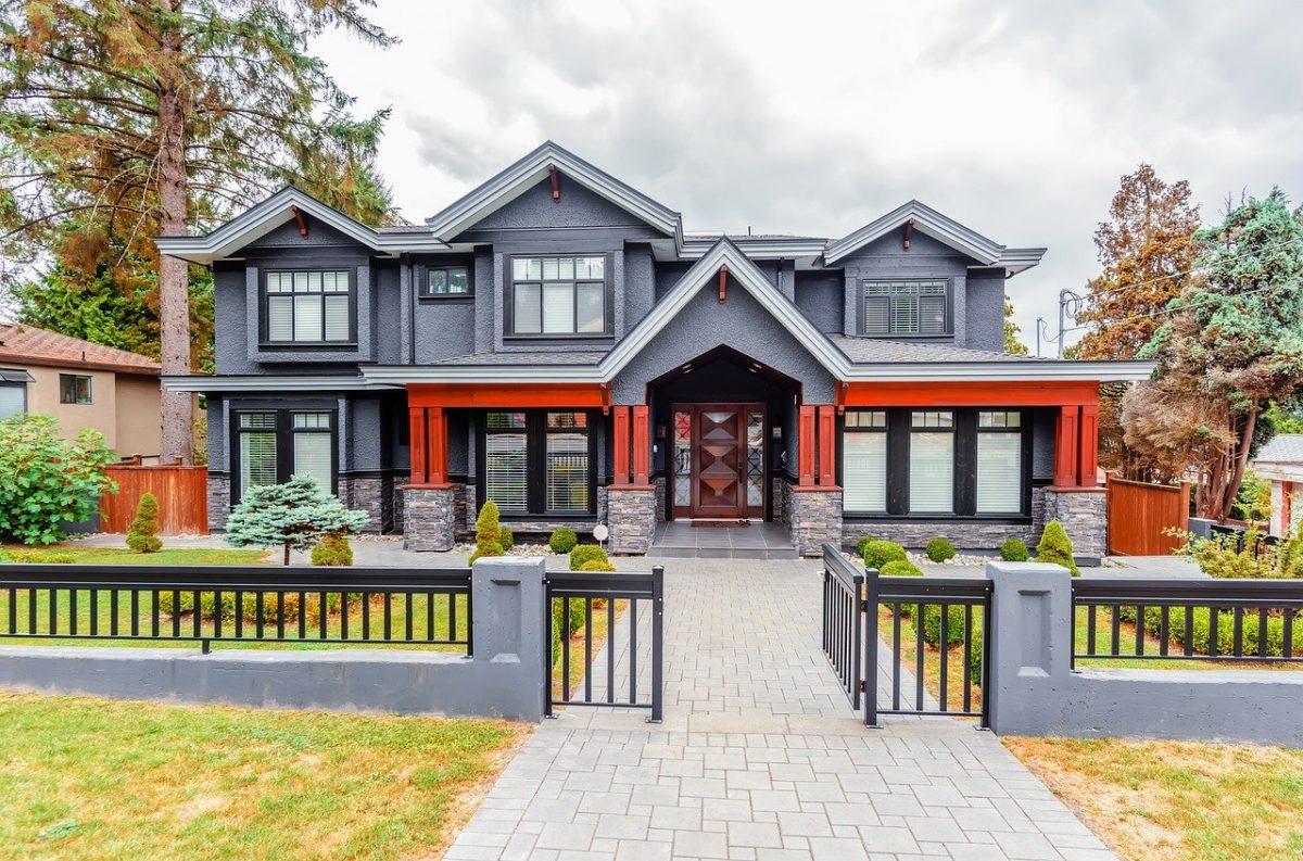 Comment choisir la bonne porte d'entrée principale ou le bon portail pour votre propriété ?
